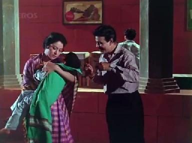 Jamuna pays Kapoor to kidnap Mohan