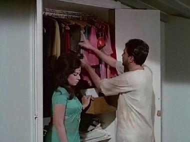 Rekha gives Roy Jagmohan's clothes