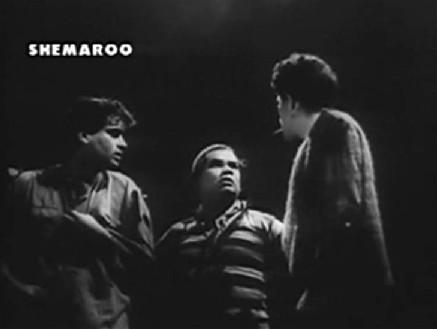 Kalu gives Ramu and Bholu their orders