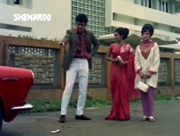 Sudha meets Rajesh after he almost runs her over