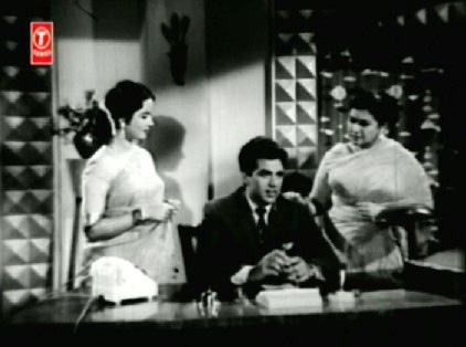 Ramesh discusses Gauri's wedding with Kala and her mother