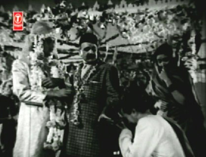 Daulatram drags Raja and the baraat off