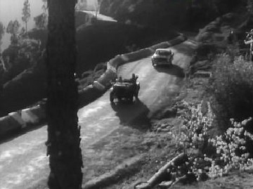 A jeep and a car - from Dil Deke Dekho
