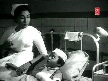 Shobhna looks after Shankar's injured son