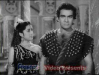 Juhi vows vengeance for Aadil's spurning of her love
