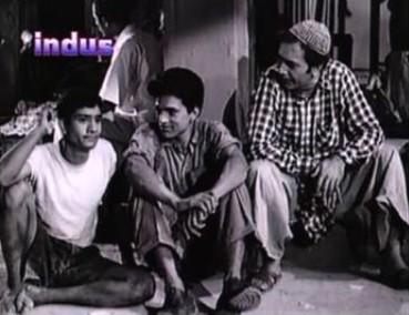 Mohan Choti, Dharmendra and Balraj Sahni in Dil Bhi Tera, Hum Bhi Tere