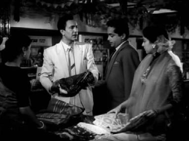Flashback: Anuradha meets Nirmal at a sari store