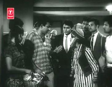 Madhu meets a Pathan at the airport