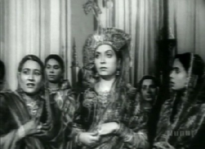 Mumtaz Mahal with her mother and her ladies