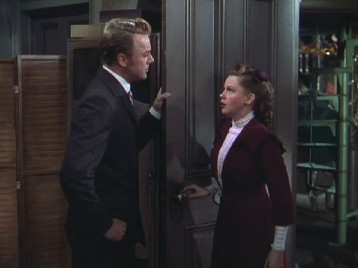 Judy Garland and Van Johnson in In The Good Old Summertime