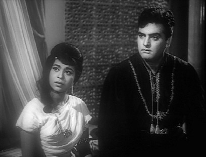 Kumkum and Feroz Khan in Ek Sapera Ek Lutera