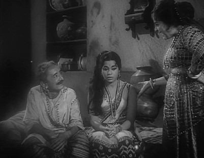 Indu scolds Radha for spending time with Mohan