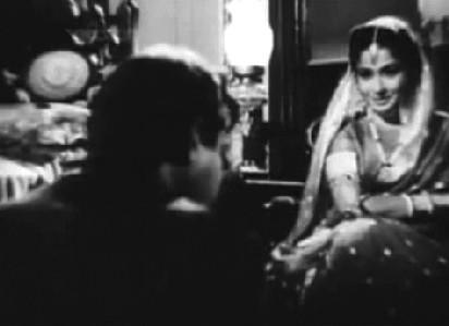 Bhootnath meets the Chhoti Bahu in Sahib Bibi aur Ghulam