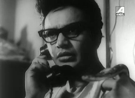 Uttam Kumar as Byomkesh Bakshi in Chiriakhana