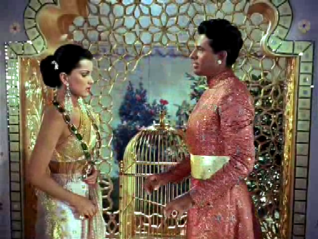 Chandra gifts Seetha a priceless necklace - and proposes