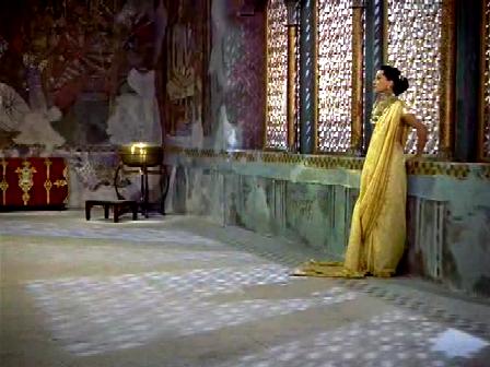A very odd sari indeed