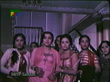 Kumar tells the girls who he is...