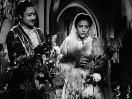 Humayun and Hamida fall in love...