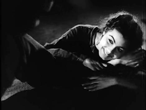 Barsaat: Nimmi, with Premnath's (clean!) feet