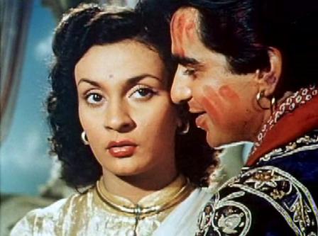Jai woos a reluctant Raj