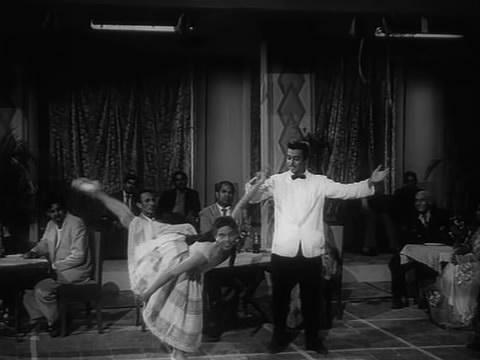 Abe and Edwina in Shriman Satyawadi