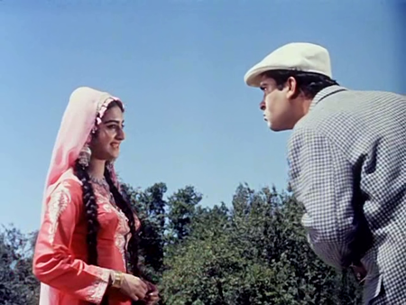 Saira Banu with Shammi Kapoor in her debut song, Kashmir ki kali hoon main