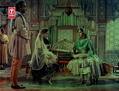 Noorjehan goes to meet her brother Asif Khan and his daughter, Arjumand