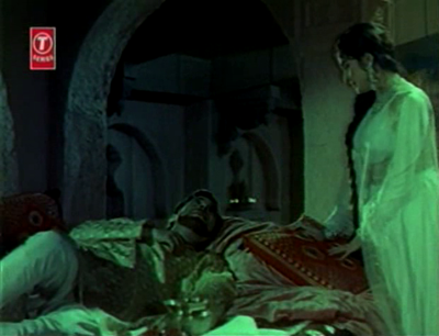 Arjumand tends to an injured Khurram in her father's taikhana