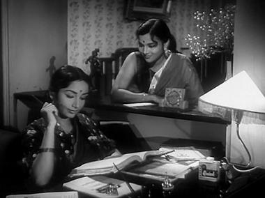 Tara coaxes Kavita to write a letter to Arun posing as Tara