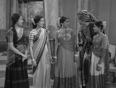 Shobha is introduced to Paro mausi, Gopi and Chanda