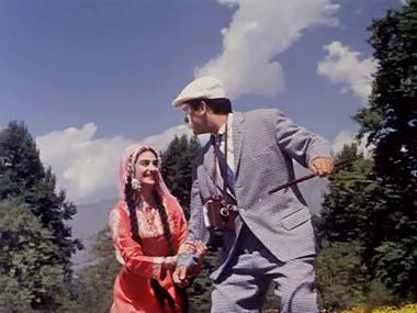 Mughal Gardens At Kashmir: Kashmir ki kali hoon main, from Junglee