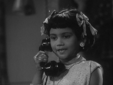 Raju receives a phone call from an adoring Honey