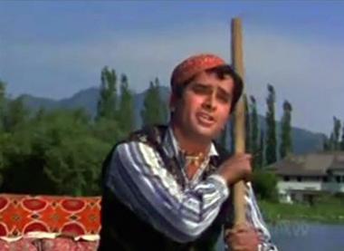 Shashi Kapoor as a Kashmiri houseboat-waala in Jab Jab Phool Khile