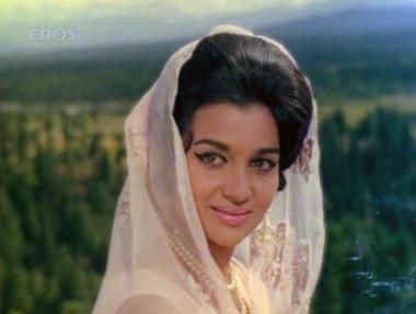 Asha Parekh in Pyaar ka Mausam