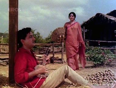 Gopal sings his signature tune to Jamuna