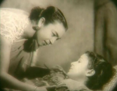 Rupa and Balraj's bhabhi, played by Zohra Saigal