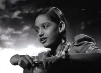 Noor in Anmol Ghadi, in the song 'Udankhatole pe ud jaaoon'