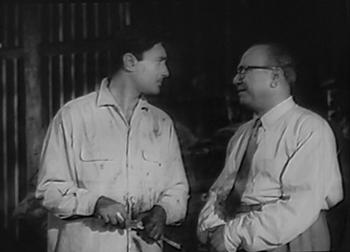 Lakshmidas tells Keshav not to meet Kamla at work