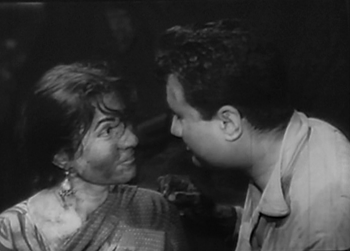 Kamla and Keshav meet at the coal depot for some light-hearted romancing