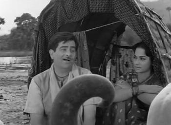 Raj Kapoor and Waheeda Rehman in Teesri Kasam
