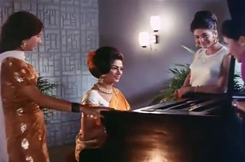 Simi plays a piano in 'Yeh kaun aaya', from Saathi