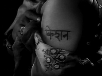 Gopi gets Kishan's name tattoed