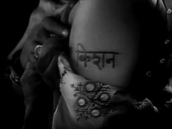 Gopi gets Kishan's name tattoed