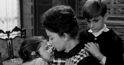 Tula comforts her niece and nephew