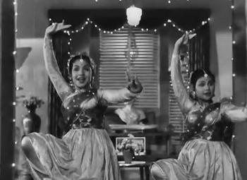 Manbhaavan ke ghar jaaye gori, from Chori Chori