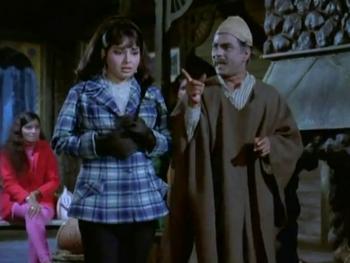 A Kashmiri caretaker tells off Kamini