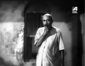 Chakravorty Babu gets suspicious