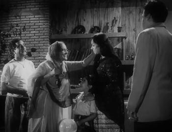 Asha comes to Amar's home...