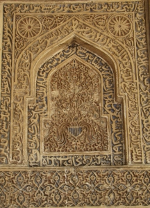 An example of a highly ornate pishtaq, from the Lodhi-era mosque at Bada Gumbad (Delhi).