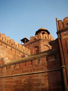 The barbican, forming a 'veil' for the Lahore Darwaza.